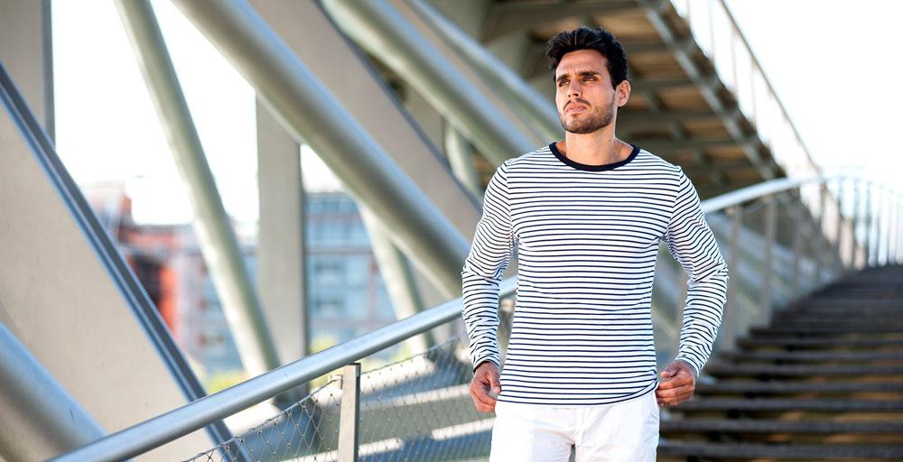 Le t-shirt marinière, un accesoire de mode intemporel